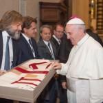 il dono della casula a Papa Francesco, 10 novembre 2015